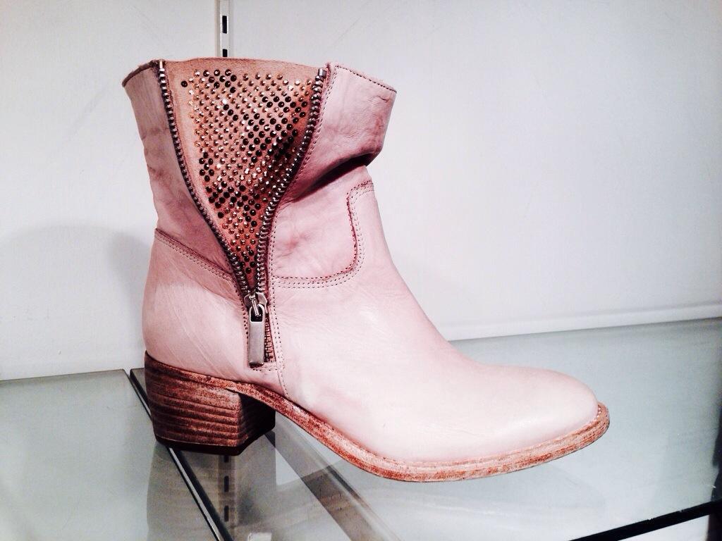 20140502 154925 春ブーツ 完売です